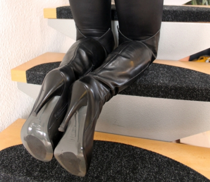 Overkneestiefel & Wetlookleggings